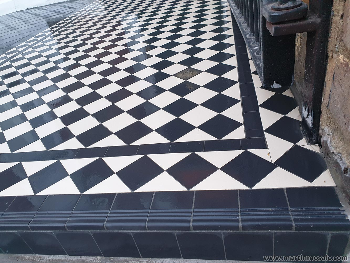 Step tread - round edge tiles