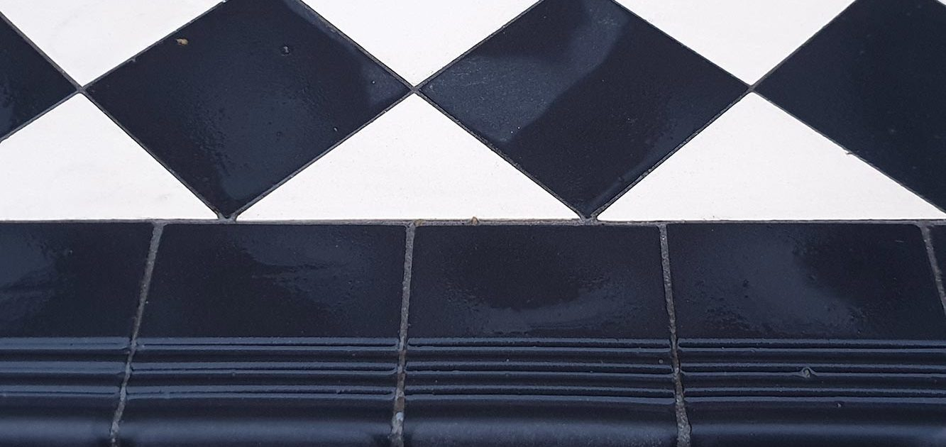 Step tread - round edge tiles